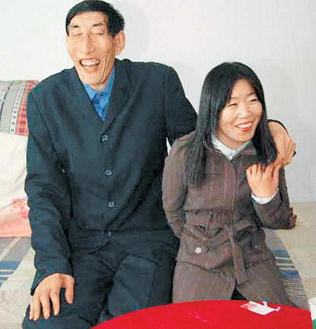 13 Worlds Tallest Man gets married picture