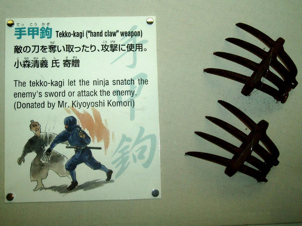 tekkokagi02 Weird Asian Martial Arts Weapons picture