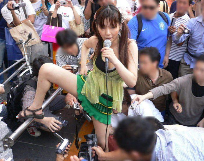 Asian Photography 101: Catching the Upskirt  picture