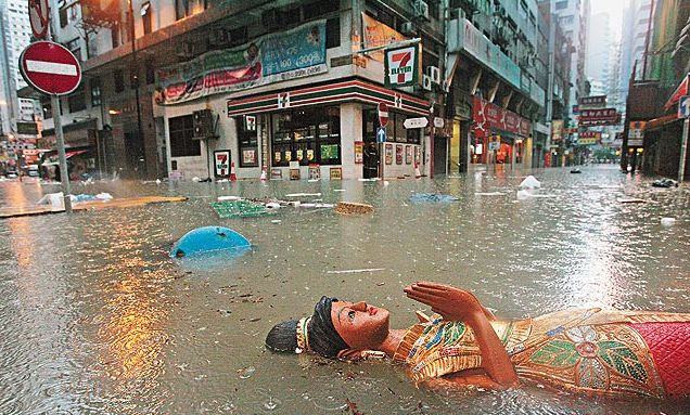 Hong Kong Flooded After Worst Rain in 124 Years picture