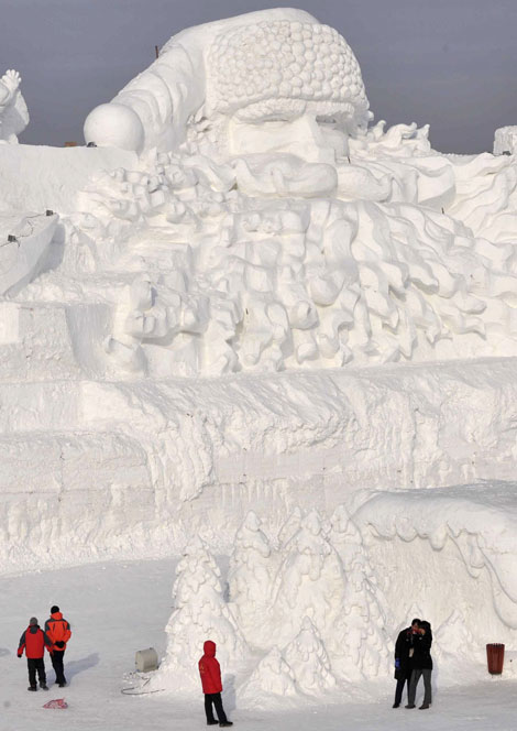 Worlds Largest Ice Santa Built in China picture