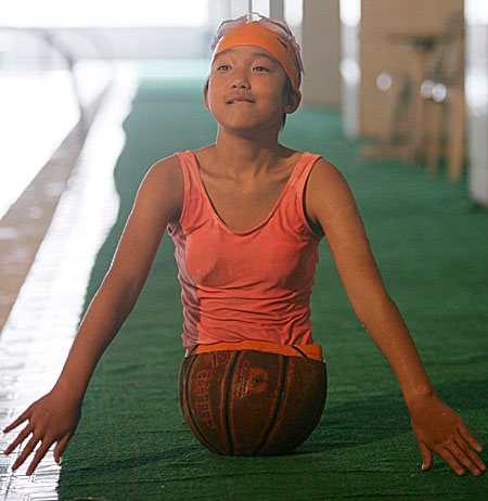 qianhongyan Chinese Girl Has Basketball for a Body picture