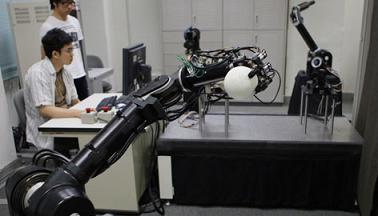 Robot Baseball Players Can Pitch and Bat picture