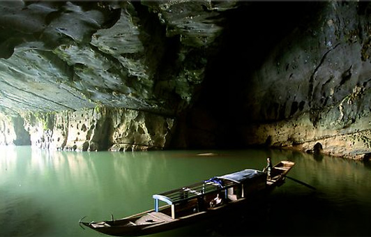 Worlds Biggest Cave Discovered in Vietnam picture