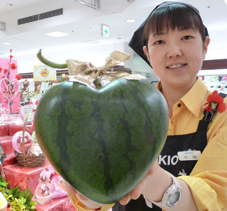 watermelon heart New Japanese Watermelon Comes from the Heart picture