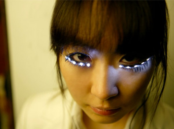 LED Eyelashes Designed to Make Asian Eyes Bigger