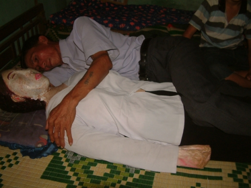 vietnamwife1.jpg Man Slept Next To Dead Wife for 5 Years picture