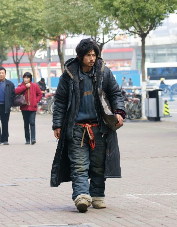 Hunky Homeless Man Wins Hearts With High Fashion picture