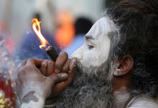 India's Pot Smoking Hindu Temple Dwellers picture