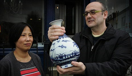 Antique China Vase Turns Up In Ireland, Sells For $150k picture