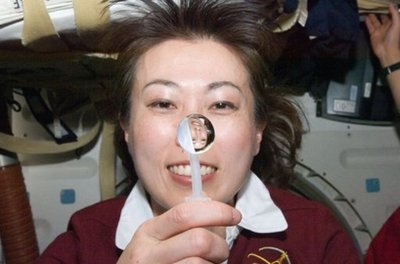 Japanese Astronaut Blows Colorful Bubbles in Space picture