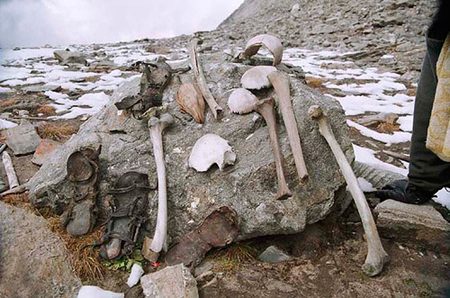 skeleton2 Roopkund Skeleton Lake: A Himalayan Mystery picture