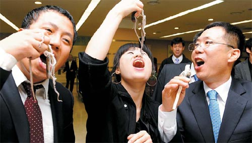 Octopus Head Lobbyists Go Head to Head With Seoul Mayor picture