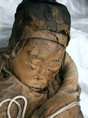 Female 700 Year Old Mummy Discovered in China picture