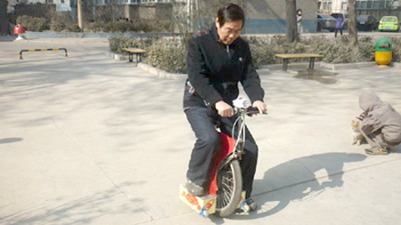 Chinese Pensioner Invents Electric Unicycle  picture
