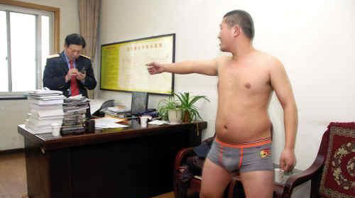 Chinese Man Strips in Protest at Train Station picture
