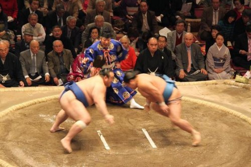 Sumo 500x333 Sumos Return Prompts Strict No Golf Rule in Japan picture