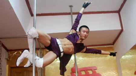 China's Male Pole Dancers: A New And Growing Trend picture
