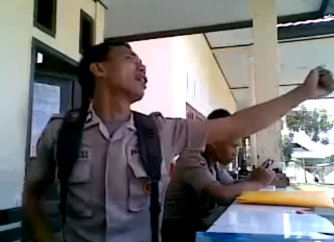 Police Officer in Indonesia Fired after Viral Video Fame picture
