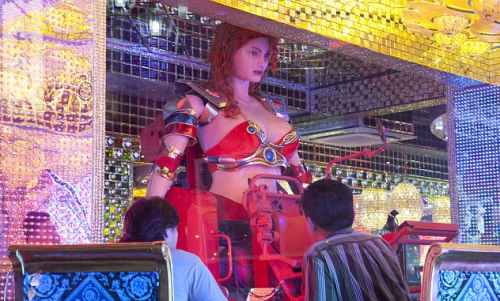 Japan's Robot Restaurant Becoming a Hit picture