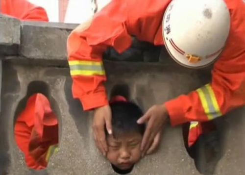 Chinese Boy Gets Head Stuck in Stone Balcony picture