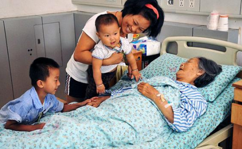 88 year old Chinese Woman Saves 30 Infants Abandoned on the Street picture
