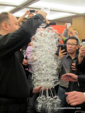 Man Breaks World Record for Number of Wine Glasses Held in One Hand picture