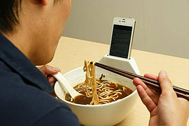 Get More Face Time with Your iPhone – While You Eat picture
