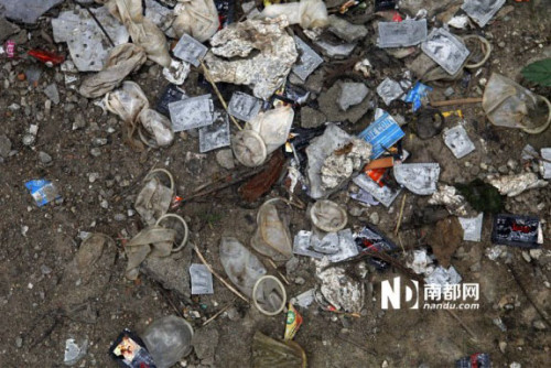 Chinas Guangdong Green Belt Becomes Used Condom Depository picture