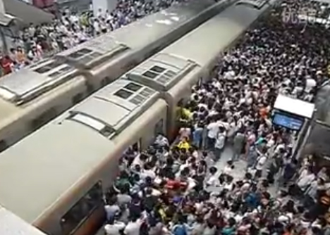 Beijing Subway Morning Rush Caught on Video picture