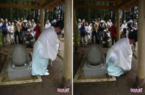 A Japanese Shrine That Cures Hemorrhoids picture