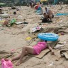 A Glimpse at Some of Chinas Dirty Beaches picture