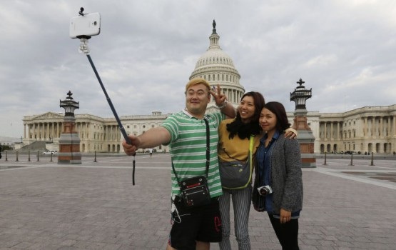 "Selling Unregistered ""Selfie Sticks"" in Korea Could Land You in Jail"