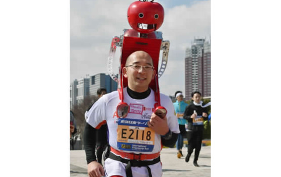 Japanese Tomatan Robot Feeds Runners Tomatoes
