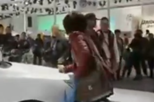 Chinese Woman Scratches a Car to Force Husband to Buy It
