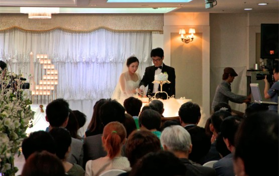 Weddings in South Korea Are Full of Fake Guests