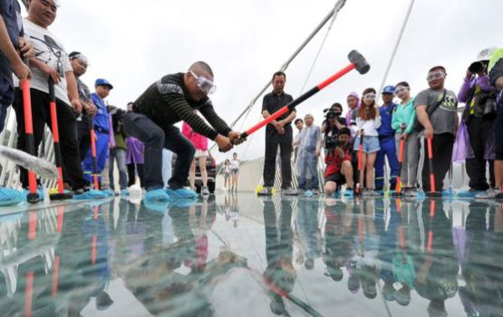 Seven Weird Facts About China's Newest Glass Bridge