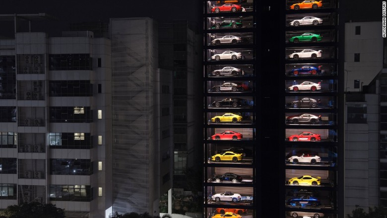 World S Largest Vending Machine Dispenses Luxury Automobiles